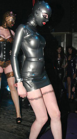 RUB OUT: Psylocke makes her public heavy rubber debut in 2010's Fetishistas-sponsored Rubber55 fashion show at Festival of Sins (photo: Tony Mitchell)