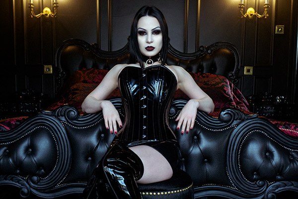 Lilith photographed by Frankinsella at Sanctum – see Gothic/Alt Vampire gallery below